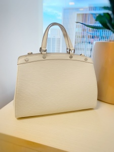 f9d3996a2736 She just makes me swoon. Louis Vuitton discontinued this handbag a few  years ago